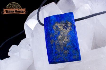 Pavé de Lapis Lazuli partiellement poli de 43g, percé pour être porté en pendentif
