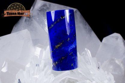 Pendentif, demi-cylindre percé de Lapis Lazuli poli de très belle qualité