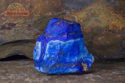 Forme libre de Lapis Lazuli non poli de très belle qualité