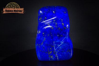 Très belle forme libre de lapis lazuli