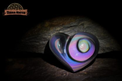 Cabochon coeur spiralé en obsidienne Arc en Ciel (Oeil Céleste) AA