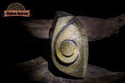 Cabochon spiralé en obsidienne dorée
