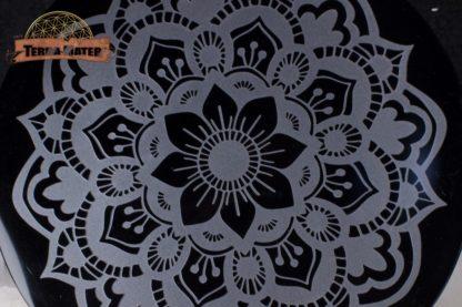 Mandala Floral gravé sur obsidienne noire 15 cm